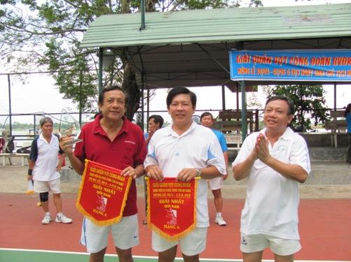 to-chuc-hoi-thao-chao-mung-ky-niem-le-30-04-va-quoc-te-lao-dong-01-053