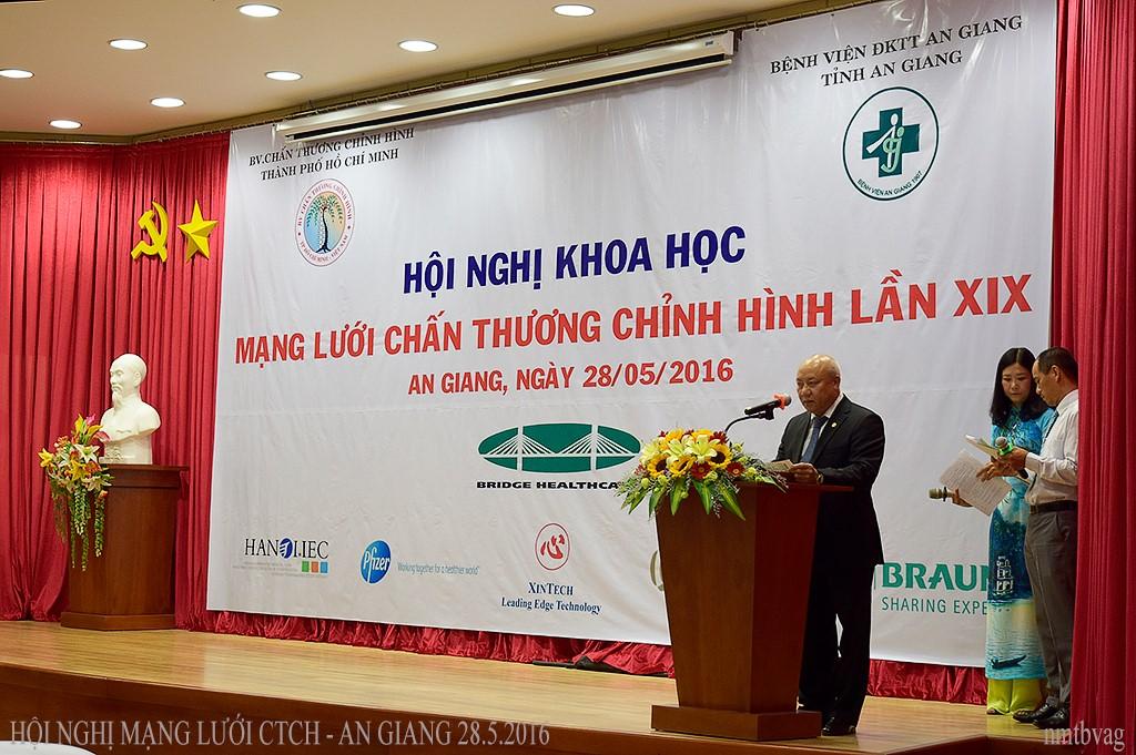 PGS.TS.BS Nguyễn Văn Thạch – Chủ tịch Hội Chấn thương chỉnh hình Việt Nam phát biểu chào mừng hội nghị
