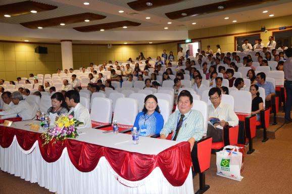 Chủ tọa đoàn phiên 2: TS.BS Nguyễn Ngọc Rạng, BS.CKII Nguyễn Thị Hạnh, BS.CKII Nguyễn Triết Hiền